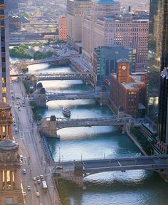 Chicago River, Wacker Drive as seen from the Carbine Building