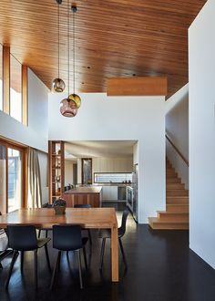 This house extension opens up and becomes double-height, with a wooden ceiling that flows from the inside to the outside.