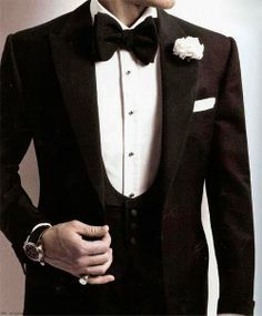 the perfect 3 piece black tie...