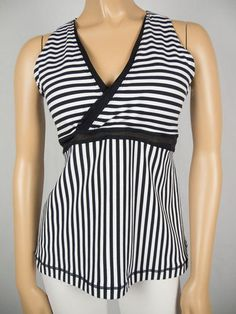 LULULEMON Deep V Bra Top 12 L Black White Stripped Breathable Mesh Shirt Yoga