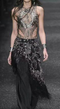 What a Shadowbinder of Asshai would wear, Alexander McQueen Night Gown Dress, Sexy Evening Dress, Couture Details, Fashion Seasons, Fashion Over 50, Catwalk, Beautiful Dresses, Alexander Mcqueen, Autumn Fashion