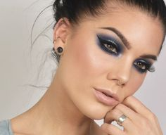 Linda Hallberg (5 mars) Todays look - Blue halo