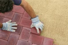 How to install patio pavers Les jardins négat - Jardin Boheme Recup Backyard Covered Patios, Small Backyard Patio, Diy Patio, Patio Ideas, Fire Pit Patio, Fire Pits, Small Patio Design, Bohemian Patio, Patio Layout