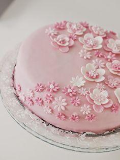 Life with Mari: Emilian 1-vuotis syntymäpäiväjuhlat ♥ Wedding Venues, Wedding Ideas, Tea Length Dresses, Birthday Greetings, No Bake Cake, Pasta, Baby Shower, Student, Sweet