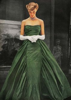 Jean Patchett photographed by John Rawlings for Vogue November 1948. The silk taffeta ballgown is by Adrian and the photos were taken at the Detroit Institute of Arts.