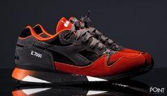 Un nuevo colorway para la silueta V7000 de Diadora, un modelo de zapatillas retro que forma parte de su nueva colección Otoño Invierno 2015.