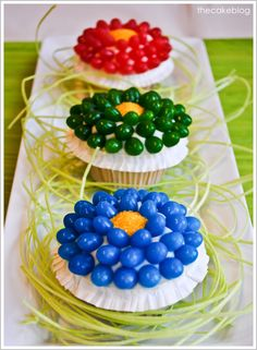 Jelly Bean Flower Cupcakes Make these pretty flower cupcakes for Easter throughout spring. Theyre easy to make and a yummy way to enjoy jelly beans. The post Jelly Bean Flower Cupcakes was featured on Fun Family Crafts. Flower Cupcakes, Easter Cupcakes, Yummy Cupcakes, Cupcake Cookies, Spring Cupcakes, Mocha Cupcakes, Gourmet Cupcakes, Strawberry Cupcakes, Velvet Cupcakes
