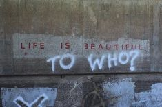 Life is beautiful Aesthetic Grunge, Quote Aesthetic, Aesthetic Pictures, Graffiti Quotes, Street Quotes, Grunge Quotes, Pretty Words, Mood Quotes, Art Quotes