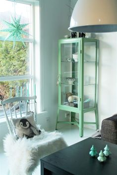 Ikea Fabrikor display cabinet - love the green! Vert Turquoise, Living Room Cabinets, Kitchen Living, Deco Nature, Design Apartment, Green Cabinets, Ikea Home, Living Room Inspiration, Home Decor Accessories