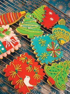 Christmas cookies: various Christmas Sugar Cookies, Christmas Sweets, Noel Christmas, Holiday Cookies, Christmas Baking, Christmas Biscuits, Christmas Recipes, Holiday Recipes, Fancy Cookies
