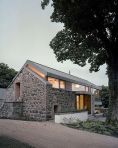 Image from http://smallhouseswoon.com/wp-content/uploads/2014/08/loughloughan-barn-mcgarrymoon-architects-6.jpg.
