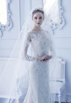 18 Utterly Romantic Snowy Lace Wedding Dresses!