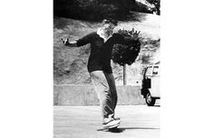 Katharine Hepburn skateboarding! I love this lady! My heart thumped when I saw this photo, would love a high quality print of it.