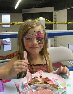 cupcake eye patch--now that's just cool--send everyone home from the birthday party with a cupcake eye patch....