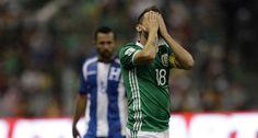 """Al grito de """"¡fuera Osorio!"""" y con abucheos, la afición despidió a la selección…"""