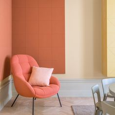 [New] The 10 All-Time Best Home Decor (Right Now) - Apartment by Trena Pino - TREND Living Coral the Pantone colour for 2019 Mango Chair by Note Design Studio _____________ Living Room Inspiration, Interior Design Inspiration, Design Ideas, Living Room Designs, Living Room Decor, Deco Pastel, Note Design Studio, Coral Design, Contemporary Interior Design