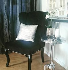 @linda_aas_solbakk sitt nydelige hjem med Louis vingestoler fra #classicliving . Det ble nydelig   Nice to have an extra chair for the diningarea.  Wish you all a nice day and welcome to all my new followers! Love you all!  #interior #interiors #interior4you1 #interiorandhome #interiordesign #interior4all #interiordecorating #interior2you #luxurylifestyle #luxuryinteriors #luxurylife #luxury #ourluxuryhome #inspohome #beautifulinterior #classicliving #classyinteriors #passion4interior