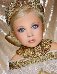 T photos glitz - toddlers and tiaras Photo - Fanpop fanclubs Most Beautiful Eyes, Beautiful Little Girls, Cute Little Baby, Cute Baby Girl, Beautiful Children, Beautiful Babies, Lovely Eyes, Glitz Pageant, Pageant Girls