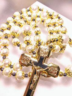 BEAUTIFUL-ANTIQUE-VINTAGE-STYLE-SILK-CORD-BLACK-WHITE-PEARL-GOLD-CROSS-ROSARY