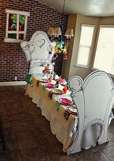 Table for an Alice in Wonderland party
