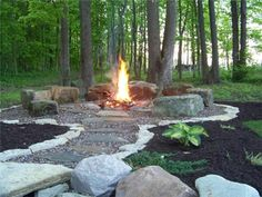 DIY fire pit designs ideas - Do you want to know how to build a DIY outdoor fire pit plans to warm your autumn and make s'mores? Find inspiring design ideas in this article. Outside Fire Pits, Cool Fire Pits, Diy Fire Pit, Fire Pit Backyard, Backyard Patio, Backyard Landscaping, Backyard Ideas, Backyard Seating, Fire Pit Landscaping Ideas