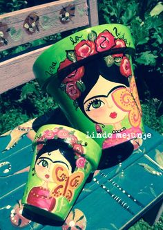 Frida Khalo Painted Clay Pots, Painted Flower Pots, Flower Pot Crafts, Clay Pot Crafts, Pottery Painting Designs, Pottery Art, Pots D'argile, Plant Pots, Mosaic Pots