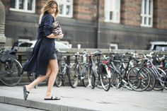 The ultimate '90s sandal is making a major comeback—here's how to bring them into the 21st century:  http://rzoe.co/pool-slides