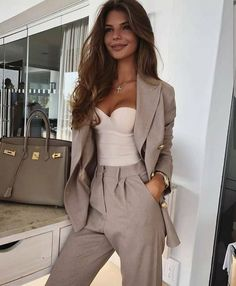 ☆ Boutique   fashion   style   trends   spring   NYFW   stylist   design   OOTD   outfit   clothing   trendy   college outfit   outfit of the day   name brand   cozy   elegant   work outfit   luxury   accessories   leggings   seasonal   online shopping   summer fashion   womens fashion   outfit ideas   winter outfits   fashion trends 2021 2022   cold weather outfits   fall fashion   fall outfit ideas   vsco   Summer Work Outfits, Office Outfits, Mode Outfits, Office Attire, Office Wardrobe, Outfit Summer, Capsule Wardrobe, Elegantes Business Outfit, Elegantes Outfit