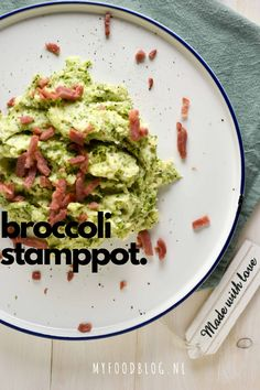 Broccoli stamppot. Stamppot van aardappel, broccoli en kaas. Af te maken met (vega/kalkoen) spekjes. Bruchetta Recipe, Good Food, Yummy Food, Food Blogs, Different Recipes, Food Preparation, No Cook Meals, I Foods, Food Inspiration