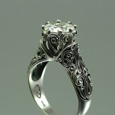 wow... this is outstanding! if i ever got this ring i would cry my eyes out! not only because it is the most beautiful ring ever but because I would be marrying the most amazing man in the world!