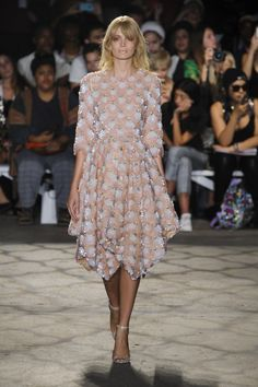 Delicate tea-length dress with floral detail by Christian Siriano @ New York Fashion Week Spring Summer '16 #fashionweek #christiansiriano #rendezvousdelamode #couture #babypink #tealength #dress #floral #threequarter #scoopneck #blossom
