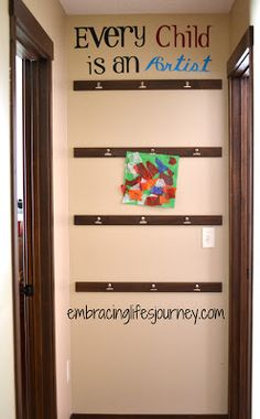 Embracing Life's Journey: Art Wall Display, would love doing this is the little ones room! Vinil Wallpaper, Home Daycare, Daycare Ideas, Daycare Rooms, Kids Rooms, Artwork Display, Displaying Kids Artwork, Display Wall, Hanging Kids Artwork