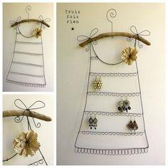 Une jolie idée pour ranger vos bijoux de façon originale et décorative. C'est l'idée déco du samedi! Un porte-bijoux original Vous êtes nombreux et surtou