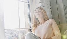 Úklid duše po vzoru Marie Kondo: Jak přestat myslet negativně a víc se smát Calm Meditation, Meditation Music, Linda Blair, Reduce Hair Fall, How Do You Stop, Deep Breathing Exercises, Interstitial Cystitis, Coping With Depression, Feeling Depressed