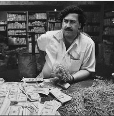 Good Helpful Gold Strategies For gold rate usa Pablo Emilio Escobar, Pablo Escobar Quotes, Don Pablo Escobar, Pablo Escobar Money, Narcos Poster, Kenza Farah, Narcos Pablo, Mafia Gangster, Gangster Movies