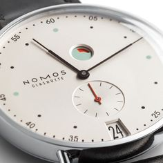 Metro Datum Gangreserve sapphire crystal back | Beautiful watches purchased online. Directly from NOMOS Glashütte.