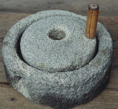 Gofio is a very typical food from the Canary Islands, it can even be dated back to the Guanches, the aboriginals of the Canary Islands, who would have made it from barley and certain ferns and eaten it as a staple in their diet. Home Gadgets, Kitchen Gadgets, Distilling Equipment, Date Recipes, Old Stone, Kitchen Witch, Mortar And Pestle, Stone Flooring, Canary Islands