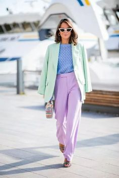 Street Style // Colorful look at the street. Daily Fashion, Suit Fashion, Look Fashion, Fashion Outfits, Lit Outfits, Blazer Outfits, Spring Outfits, Cute Casual Outfits, Color Blocking Outfits