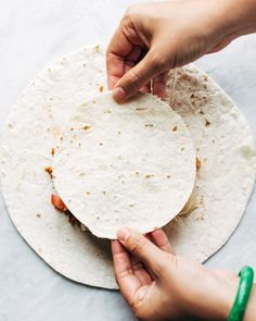 Vegan Mexican Food: This vegan crunchwrap is INSANE! Stuff this bad boy with whatever you like - I made it with sofritas tofu and cashew queso - and wrap it up, fry, and devour! Favorite vegan recipe to date. Vegetarian Recepies, Vegan Mexican Recipes, Veggie Recipes, Cooking Recipes, Crunchwrap Supreme, Vegan Meat Recipe, Crunch Wrap, Vegan Wraps, Vegan Mac And Cheese