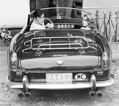 1964年公開の映画「危険がいっぱい」のなかで、若き日のアラン・ドロンとジェーン・フォンダが乗っていたもの。
