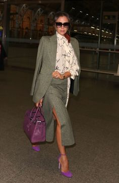 Nell'ultimo look di Victoria Beckham c'è l'ennesimo consiglio di stile che ascolteremo perché giusto - - Business Outfit Damen, Büro Outfit Frauen, stilvoll kleiden für Frauen Source by VeraEiselstein Mode Victoria Beckham, Victoria Beckham Outfits, Business Outfit Damen, Business Outfits, Colorful Fashion, Love Fashion, Womens Fashion, Stylish Outfits, Fashion Outfits