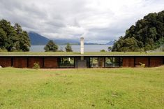 Green roof. House at lake Rupanco / Izquierdo Lehmann