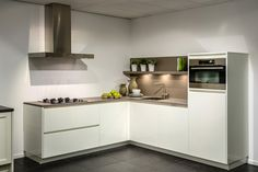 Moderne keuken. Hout-look!  DB Keukens