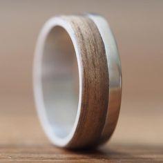 Handgemaakte zilveren ring. De band is 6 mm breed, van binnen gemaakt van  925 ec2611c462