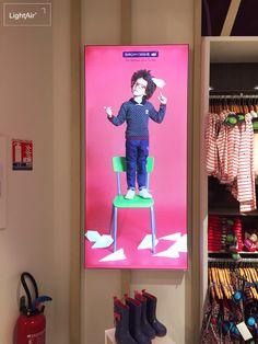 Mise en place de LightBox Easy dans le magasin Sergent Major de Meaux (77). Caissons lumineux en toile tendue, équipement lumineux par LED sur la tranche intérieure. Renouvellement facile et rapide des visuels grâce aux joncs silicone cousu dans la toile.  #SergentMajor #ToileTendue #CaissonLumineux #Retail #Store #Magasin #Textile #Print
