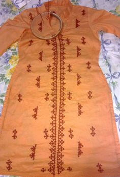 Kutch work Embroidery Neck Designs, Types Of Embroidery, Crewel Embroidery, Embroidery Dress, Embroidery Patterns, Machine Embroidery, Sewing Patterns, Kutch Work, Straight Stitch