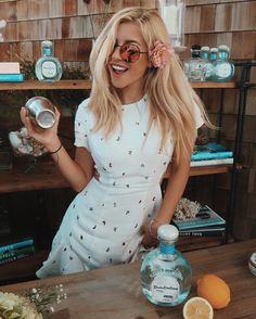 """Mi piace"": 20.7 mila, commenti: 76 - E͟͟V͟͟E͟͟L͟͟I͟͟N͟͟A (@evelina) su Instagram: ""Can't help but make everyone cocktails with my custom @donjuliotequila {gluten free & sugar free}😜…"""