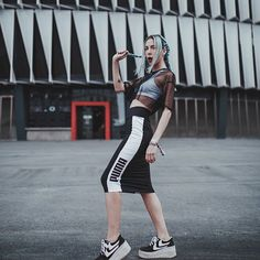 Grunge Girl, Foto Pose, Around The Corner, Sporty Style, Blue Aesthetic, Tumblr, Girl Power, Photography Poses, Cool Photos