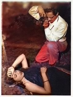 Madhubala n Guru Dutt Most Beautiful Bollywood Actress, Indian Bollywood Actress, Bollywood Photos, Bollywood Fashion, Indian Actresses, Freedom Fighters Of India, Salma Hayek Photos, Film Icon, Vintage Bollywood