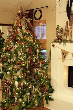 Rustic yet elegant Christmas tree PERFECTION!! I want elegant, but not unwelcoming. This is just perfect